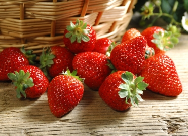 Gorgeous-Strawberry-Wallpaper