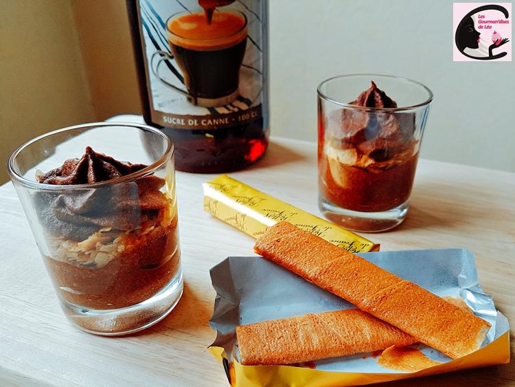 mousse chocolat, chocolat, chocolat noir, mousse, dessert, gavotte, crêpe dentelle, gourmand, verrine, sirop, bouteille sirop, sucre