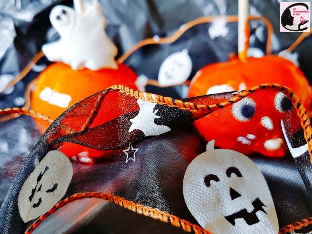 pomme d'amour, pomme amour, pomme, caramel, sucrerie, gourmandise, sucre, pâte d'amande, amande, croquant, orange, colorant alimentaire, fantôme, fête, halloween, ruban, ruban déco