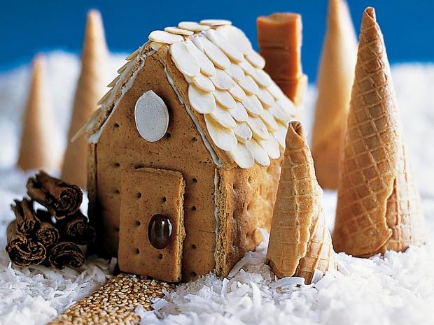 bonbon, gourmandises sucrées, sucre glace, chocolat, neige, maison à croquer, déco gourmande, biscuit, chamallow, marshmallow, bonbon, fondant, glace royale, idée spéciales fêtes, noël, recette original